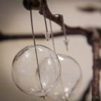 Orecchini con sfere di vetro, chiusura diritta